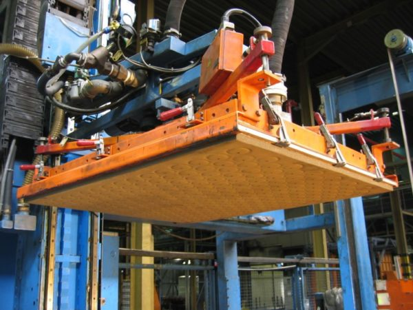 Robot palletizing deplletisation layer glass plate