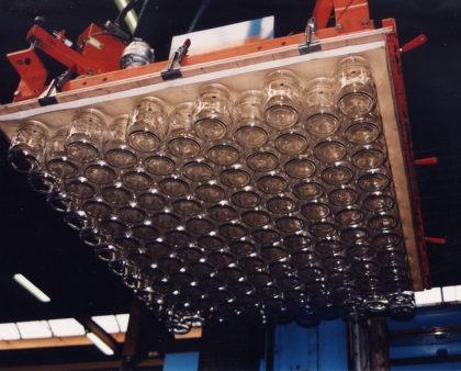 Vacuum plates for jars handling