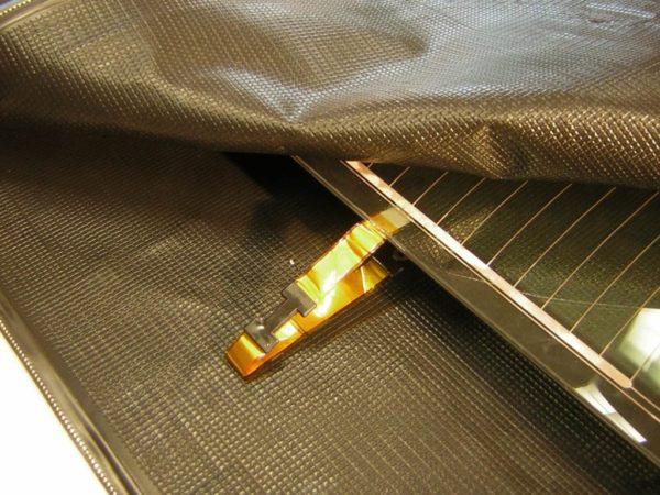 Connected glass laminating vacuum bag